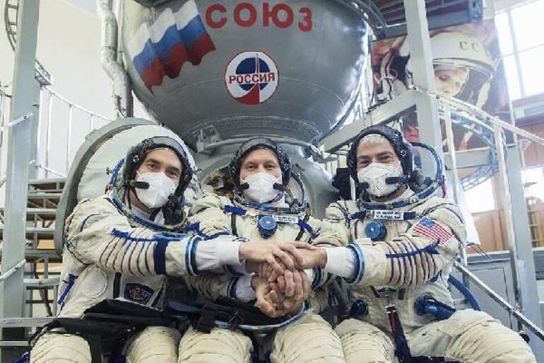 Son dakika: Dünyanın kilitlendiği an Soyuz MS-18 roketi fırlatıldı