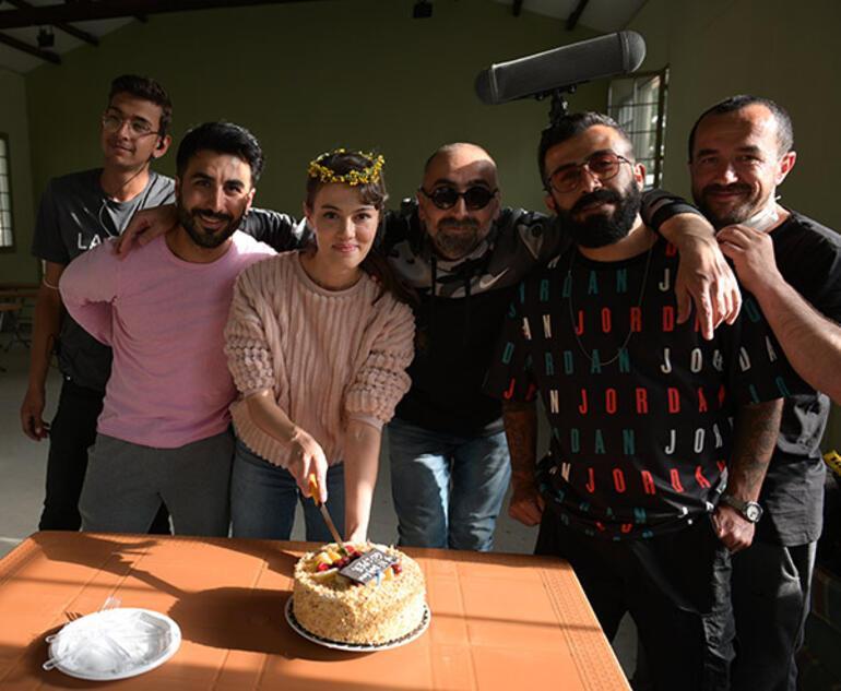 Gülper Özdemire sette doğum günü sürprizi