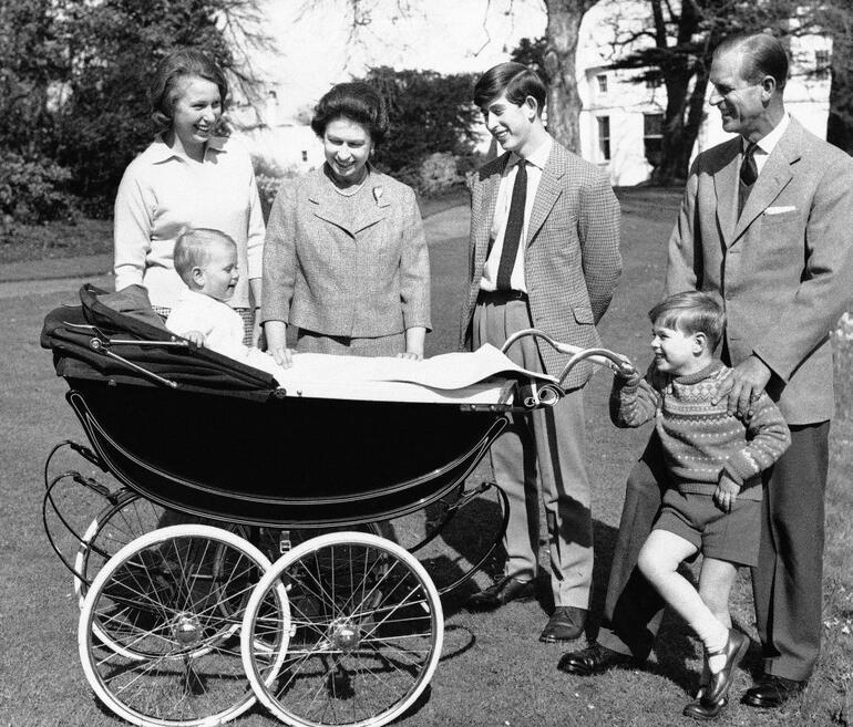 Prens Philip... Kraliçe İkinci Elizabethin eşi, Edinburgh Dükünün hayatı