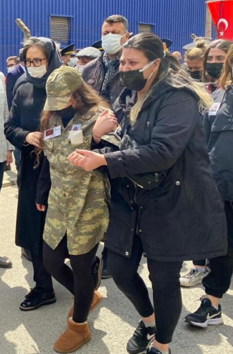 İzmirli şehit asker son yolculuğuna uğurlandı