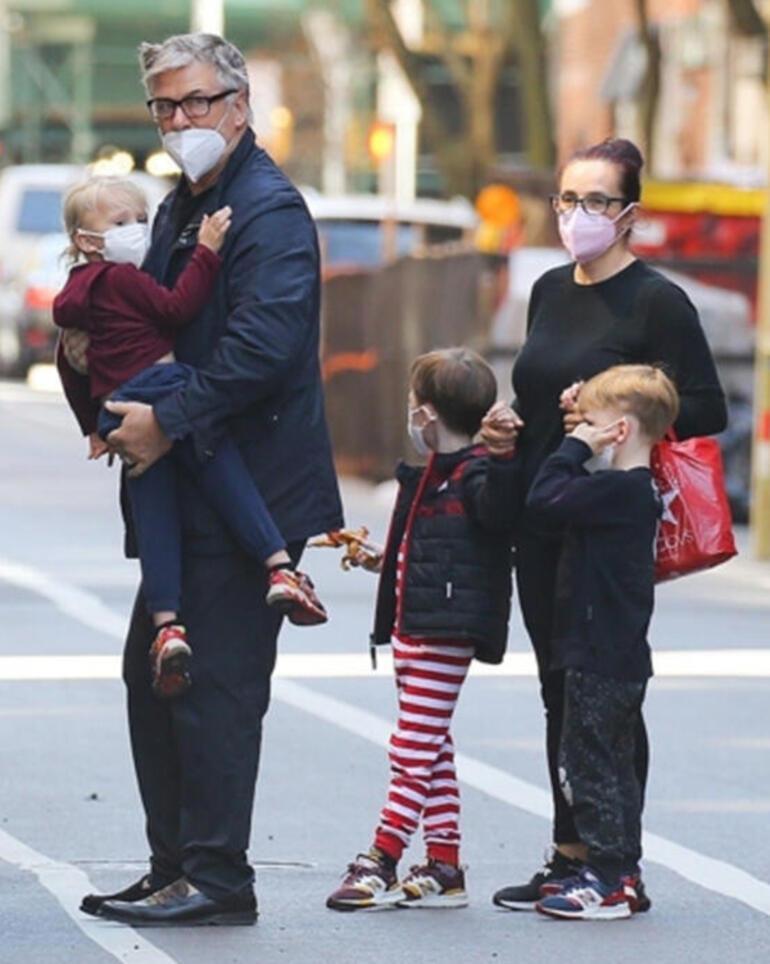 Alec Baldwin ailesiyle gezintide