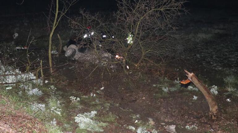 Ağaca çarpan pikabın sürücüsü hayatını kaybetti