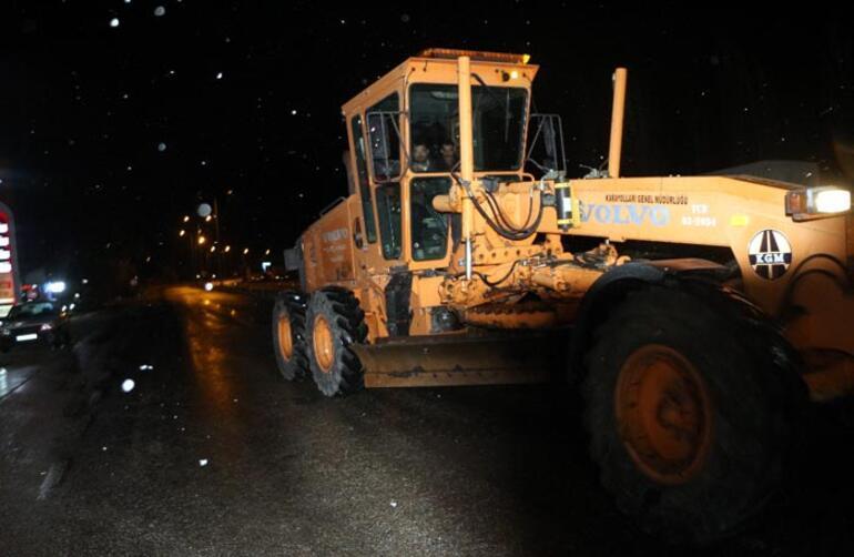 Tokat- Sivas karayolunda ulaşıma kar engeli