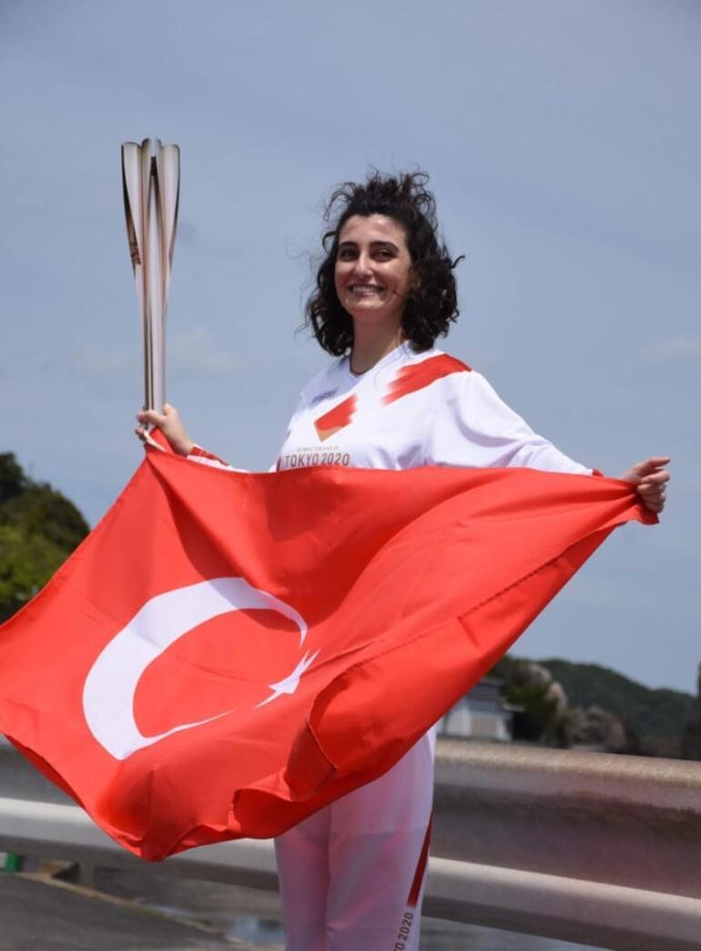 Japonyada Türk kızı Durna olimpiyat meşalesini taşıdı