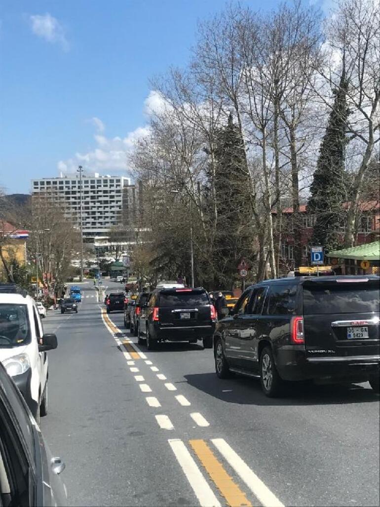 Cumhurbaşkanı Erdoğan Sarıyerde minibüs durağına uğradı