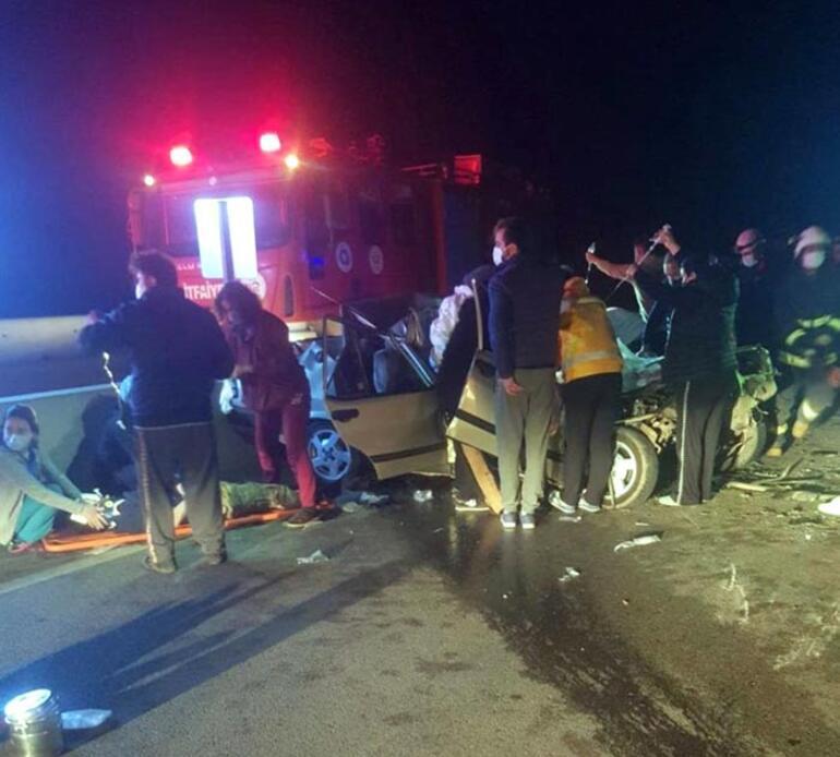 Gece yarısı feci kaza İki kişi hayatını kaybetti