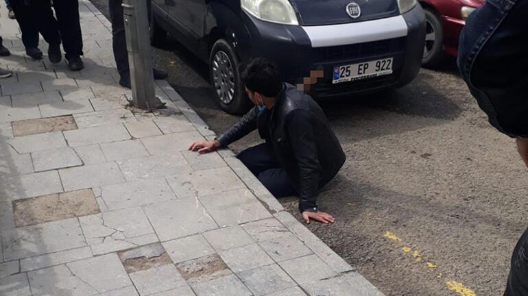 Erzurumda kan donduran olay Sırtındaki bıçakla hastaneye gitti