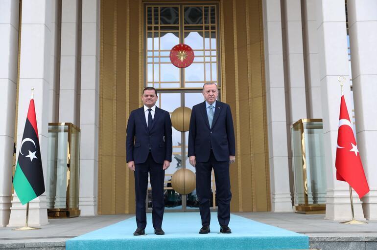 Son dakika... Cumhurbaşkanı Erdoğan, Libya Başbakanı Dibeybeyi resmi törenle karşıladı