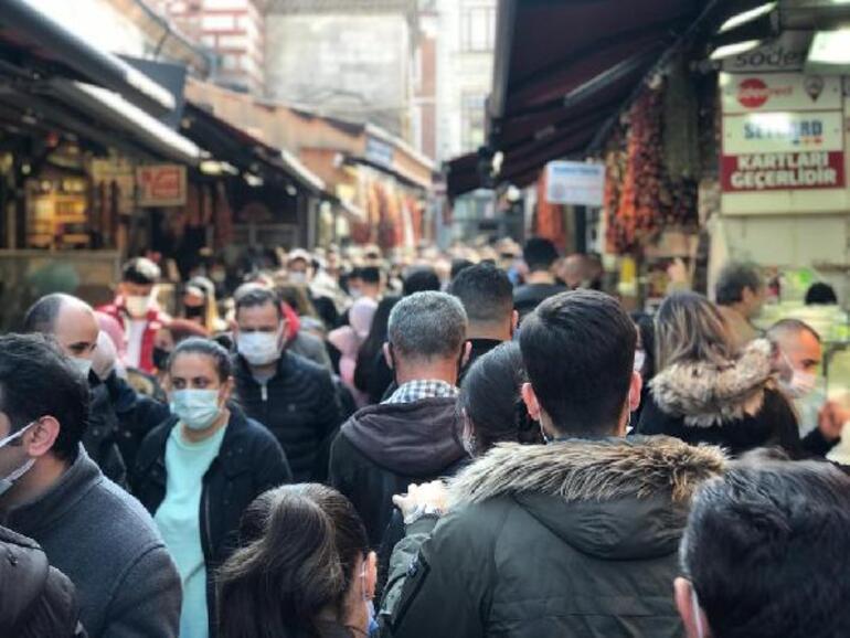 Ramazan ayına saatler kala Eminönü ve Mısır Çarşısı tıklım tıklım