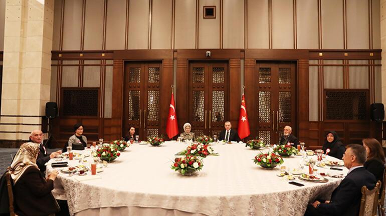 Cumhurbaşkanı Erdoğan, ilk iftarını şehit aileleriyle yaptı
