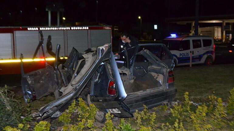 Köprü ayağına çarpan araç hurdaya döndü 1 ölü, 2 yaralı...