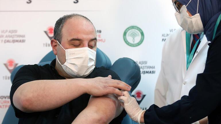 Son dakika Dünyada sayılı Türkiyede tek Bakan Varank yerli aşı oldu