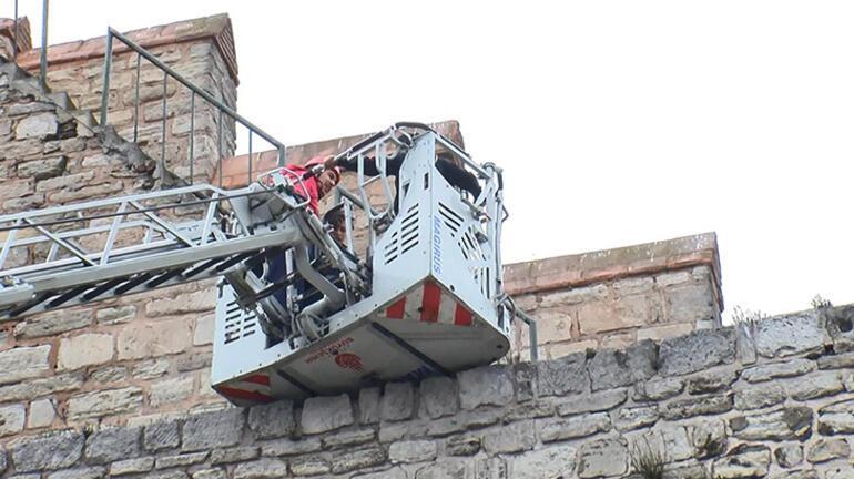 Son dakika... İstanbulda tarihi surlarda hareketli anlar 5 çocuk kurtarıldı