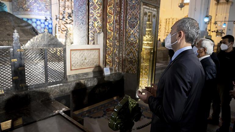 Bakan Gül, Mevlana Müzesini ziyaret etti