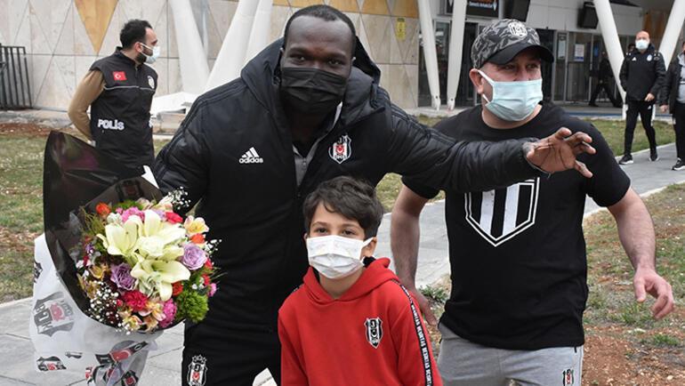 Son dakika - Beşiktaş kafilesine Sivasta coşkulu karşılama