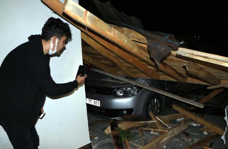Fırtınada çatı uçtu 10 araç zarar gördü