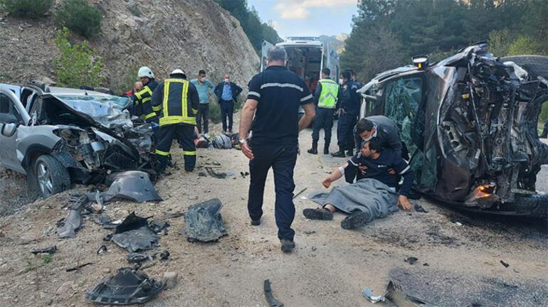 Adanada katliam gibi kaza Bir aile yok oldu