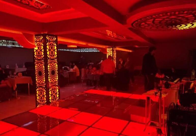 Konyada alkollü eğlence mekanına baskın; 53 kişiye 333 bin 900 lira ceza