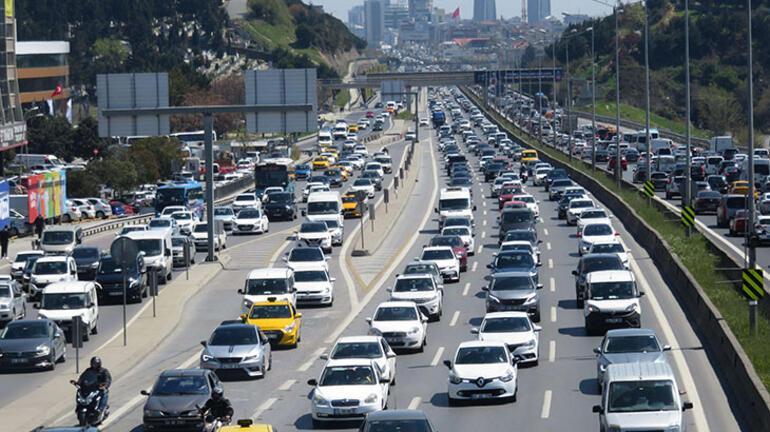 İstanbul kıpkırmızı 82 saatlik kısıtlama öncesi trafik kilit