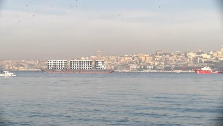 İstanbul Boğazından apartman geçti