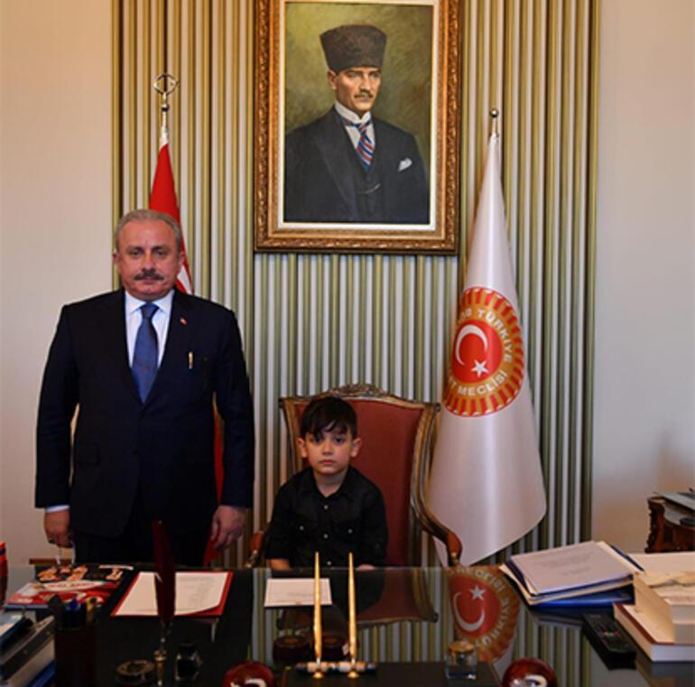 TBMM Başkanı Şentop, İstanbul'dan gelen 23 öğrenciyi ağırladı