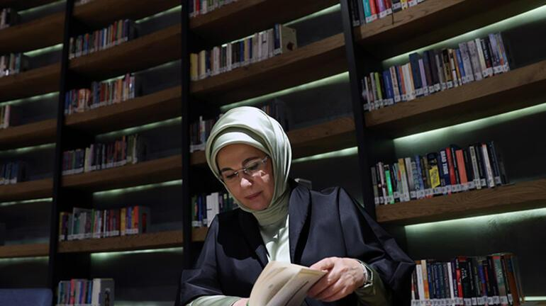 Emine Erdoğan Kalbe Dokunan İlmek sergisini ziyaret etti
