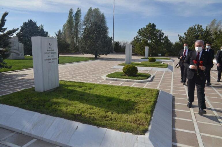 TBMM Başkanı Şentop, Devlet Mezarlığını ziyaret etti