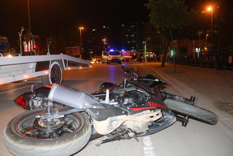 Adanada iki motosiklet çarpıştı: 2 yaralı