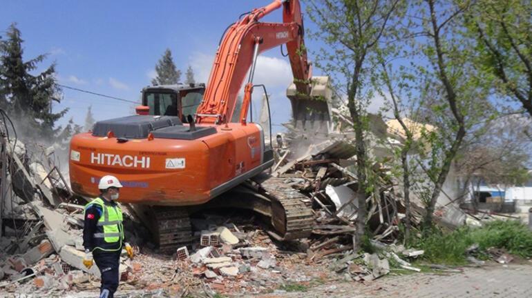Her şey bu arabayla başladı Binanın önüne çekip yıkımı engellemek istedi