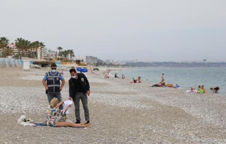 Konyaaltı Sahili, turistlere kaldı