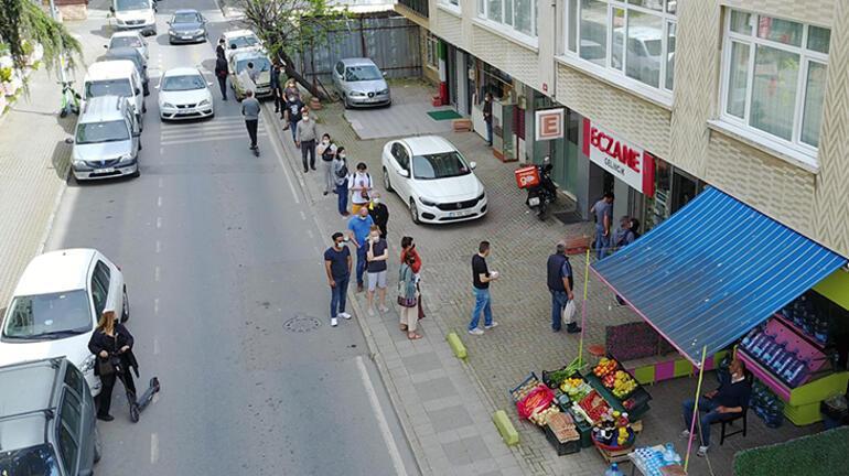 Son dakika haberi: İstanbulda tam kapanmada nöbetçi eczanelerin önünde kuyruk