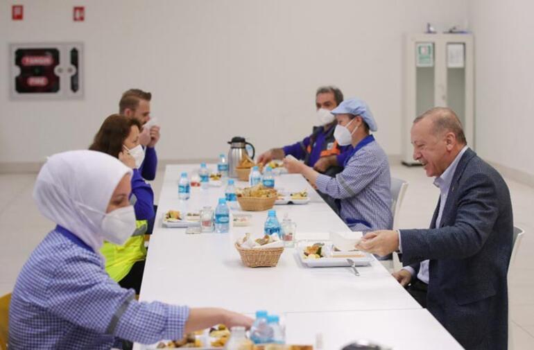 Son dakika: Cumhurbaşkanı Erdoğan işçilerle iftar yaptı Fırsat vermeyeceğiz