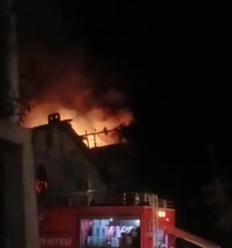2 katlı binanın terasında yangın