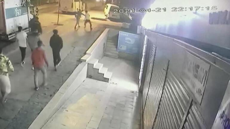 İstanbul'da kare kare dehşet! Sırtından bıçaklayıp, attılar 2 – 6090f322adcdeb2e5c47c4ce