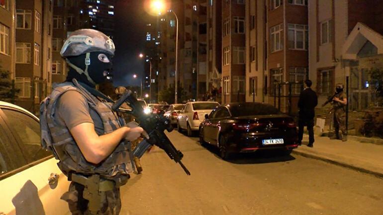 İstanbulda hareketli gece Polis kapıyı kırarak girdi, kilitlenmiş olarak bulundu