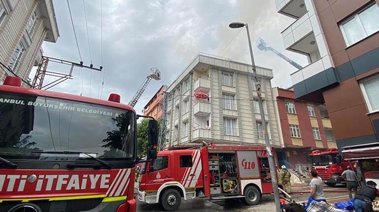 4 katlı binanın çatısı yandı Alevleri gözyaşları içinde izledi