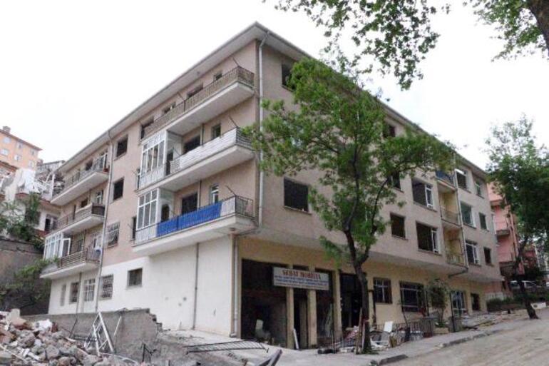 Ankarada 900 kişinin evsiz kaldığı mahallede 7 bina daha yıkıldı