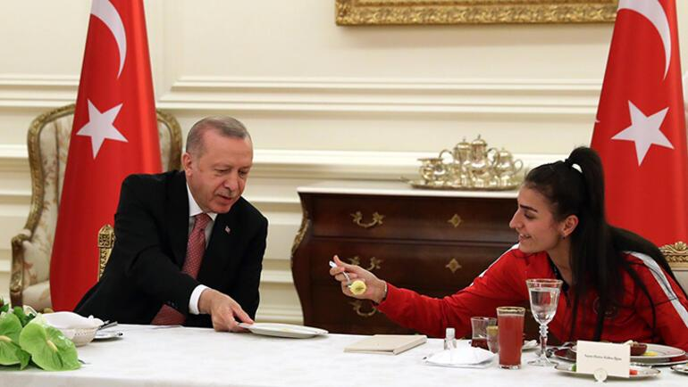 Son dakika - Cumhurbaşkanı Erdoğan, milli sporcularla iftar yaptı