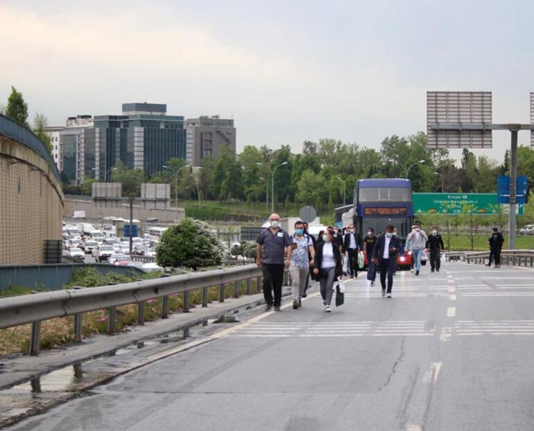 Beton mikseri devrildi, otobüs yolcuları yürümek zorunda kaldı