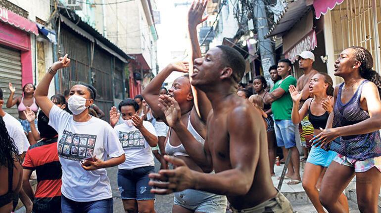 Favelaya kanlı baskın:  27 ölü