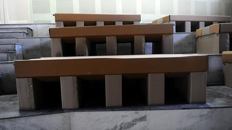 Hindistanda karton yataklı Kovid-19 bakım merkezi kuruldu