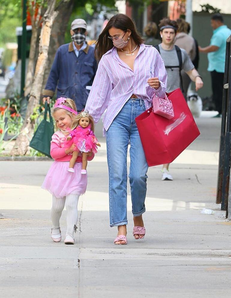 Irina Shayk kızı ile gezintide