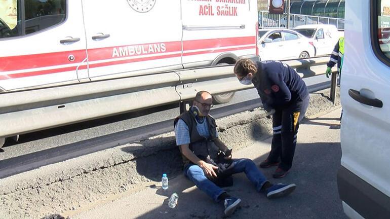 Minibüs lastiği patladığı için duran otomobile çarptı: 2 yaralı