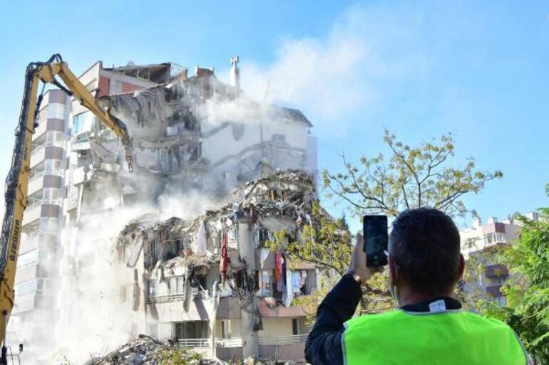 İzmirde depremde yıkılan binaların yerinde yenileri yükseliyor