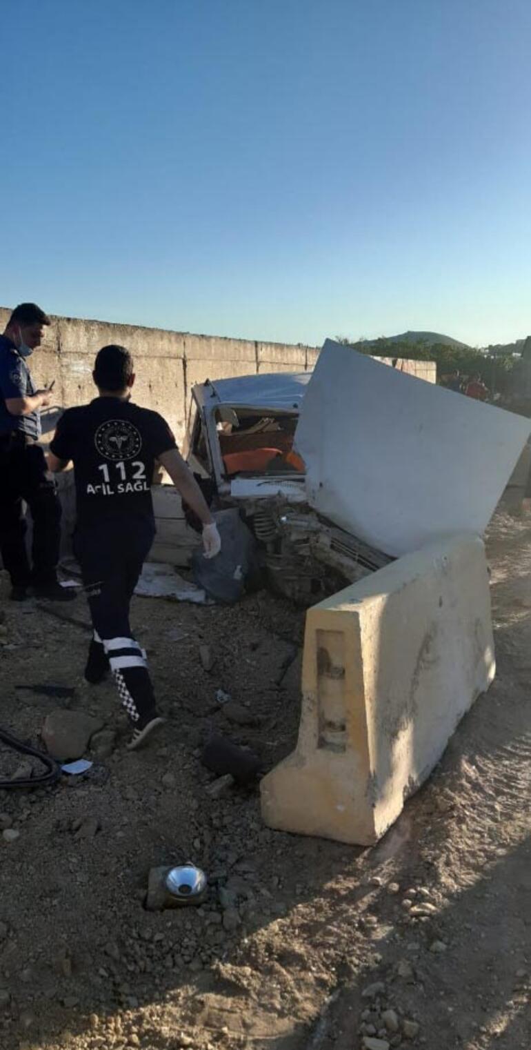 Feci kaza Otomobil hastane bahçesinin duvarına çarptı