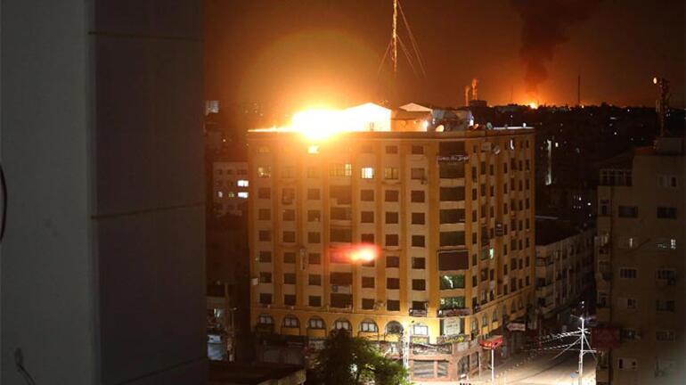 İsrail savaş uçakları Gazzede sivillerin yaşadığı binayı vurdu