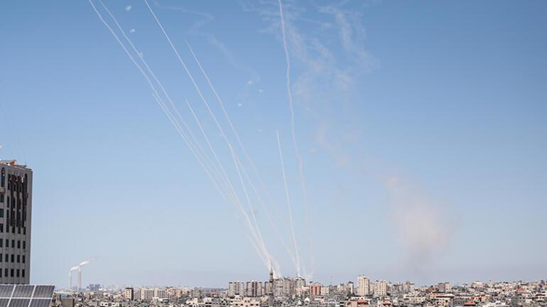 Son dakika haberi: İsrail Gazzeyi vurdu Basın kuruluşlarının bulunduğu bina çöktü
