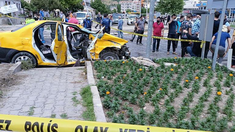 Son dakika... İzmirde dehşet TIR yayaların üzerinde devrildi, ölenler var