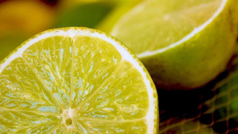 Limon suyu, yüksek C vitamini içeriği nedeniyle öksürükleri bastırmak ve soğuk algınlığı ile savaşmak için faydalıdır. Güçlü bir antioksidan görevi görür ve bağışıklık sistemini güçlendirir. Ayrıca limon, enfeksiyonlarla savaşmak için antiviral ve antibakteriyel özelliklere sahiptir.