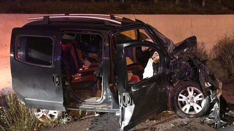 Karşı yönlerden gelen araçlar çarpıştı 1 ölü, 4 yaralı...